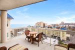 Huge Balcony with amazing Views & High-end Furnishings.