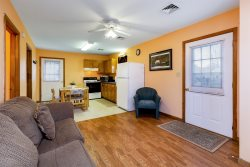 Steve's Cottage 3 - Adorable & Affordable in the heart of Chincoteague Island