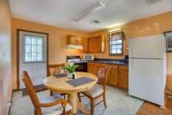 Steve's Cottage 4 - Adorable & Affordable in the heart of Chincoteague Island