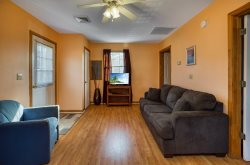Steve's Cottage 6 - Adorable & Affordable in the heart of Chincoteague Island
