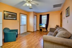 Steve's Cottage 7 - Adorable & Affordable in the heart of Chincoteague Island