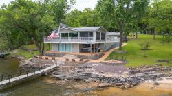 Stay on an Island!  Waterfront home right on Lake