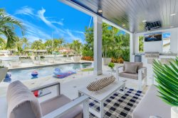 Intracoastal Home- Pool & Sonos sound system. Prices are greatly discounted during pandemic. Hulu Tv. Huge social spaces, over 4,000 sq/ feet. Self check-in. Ideal for multi month social distancing & working from home. Super-host support.