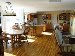 Anchor Beach Cottage - 3 bedroom with fenced yard
