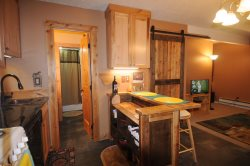 Newly Remodeled, Rustic Cozy, Clean, Affordable, Walking distance to Skiing!