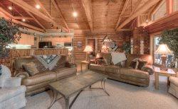 Cozy Log Cabin, Meadow Village, Hot Tub, Stunning Views, Clean!
