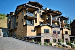 BRAND NEW LUXURY CONDO! Spectacular Views, Close to Skiing, Pool, Hot Tub!
