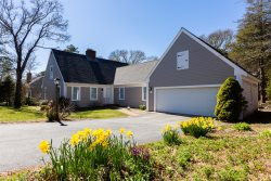 Robin's Nest - Dog Friendly Chatham 4 Bedroom with Full AC
