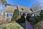 Gorgeously renovated Chatham cottage with deeded access to Oyster Pond