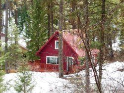 Adorable Cabin in Terrace Lakes - Pet Friendly!