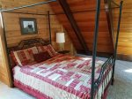 Upper Level Loft with Queen Bed
