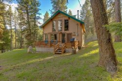 Secluded Top of the Mountain with Access to Geothermal Pools and Hot Tub!