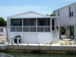Canal - Large Screened Deck