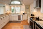 Gorgeous kitchen - fully appointed