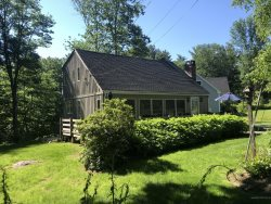 NEW LISTING! - Beautiful 3 Bedroom Cottage - Short Walk to Downtown Ogunquit!