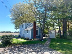 NEWLY LISTED ! - 4 Bedroom House with Beautiful Marsh View - 5 Minute Walk to Footbridge Beach!