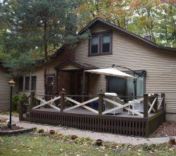 Three Bedroom, Hot Tub, 1000 steps to Private Beach on Lake Michigan