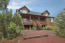*Majestic 4BR Log Cabin / Beautifully Remodeled / Central to Grand Canyon & Flagstaff