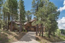 Exquisite 4BR Country Club Cabin is the PERFECT Crowd-Pleaser!