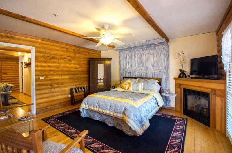 Quarter Horse Inn - Orchid Room