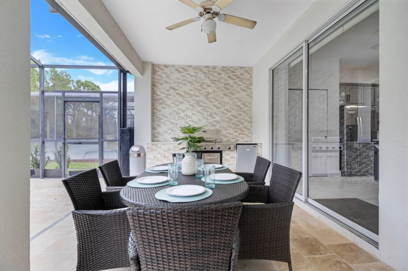 Spacious 6 Bedroom Pool Home. Spacious 6 Bedroom Pool Home   Homes of America