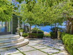 Villa Ivy: Vintage, Rustic 4 Bedroom with Gorgeous Ocean Views Sleeps 10
