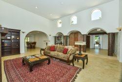 LARGE HOUSE FOR ENTERTAINING