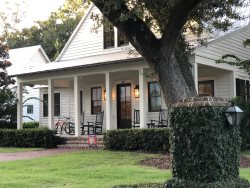 The Sweet Spot Cottage...Bikes, Fire Pit, Porch Swing!  Perfect Location!!