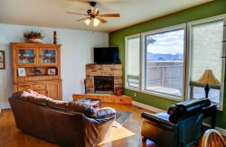 Beautiful Pet Friendly Home with Hot Tub in the Heart of Bozeman!