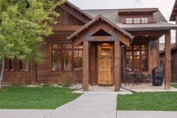 Luxury townhome with all the amenities of downtown Bozeman & Bridger Bowl Skiing!