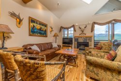 Saddleridge Family Retreat - Ski-in/Ski-out with Private Hot Tub!  New Listing
