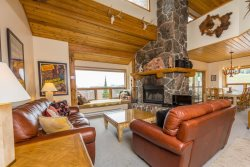 Beaverhead Family Getaway - Ski-in/Ski-out, Private Hot Tub, and Winter Shuttle Service!