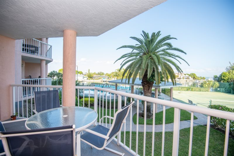 Sunrise Resort 209 - Vacation Rental Condo St Pete Beach