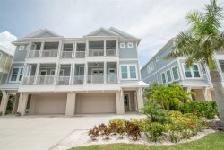 Tides Townhouse | Elegant, Great for large families, beach across the street!