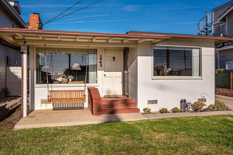 049) Charming Home Across Street From Beach,2 bedroom 1 bath