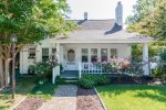Downtown Cottage -Historic  Hendersonville - King Bed - Beautiful home inside and out - WIFI