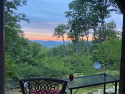 Secluded cabin, Mountain Views and Dog Friendly