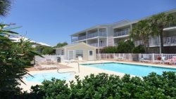 Gulf View with Pool, Hot tub and only steps from the beach!