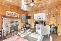 Ski Lease ~ Dog Friendly Cabin~Minutes to Skiing