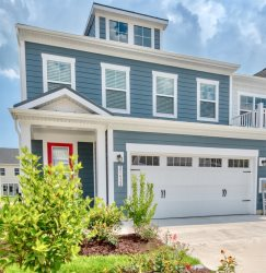 Bayside NEW 4 BR Twin House w 4BR, 3.5 baths, 2 Master Bedroom Suites, sleeps up to 10