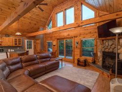 South Pond Shores Chalet- Waterfront Access!