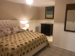 King suite - one block from Garden City Pier!