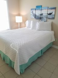2 Bedroom, 1 bath - one block from Garden City