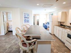 Parrot Head - 3 bedroom apartment in Garden City located one block from Garden City Pier!