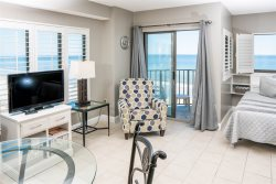 Oceanfront Studio Suite~Palace 504