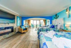 Corner Oceanview Studio Suite~Caravelle 610
