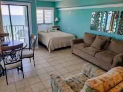 Updated Oceanfront Queen Suite~Palace 1004