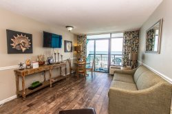 Over-Sized Oceanfront One Bedroom Suite-Sleeps 6~Landmark 640