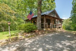Horseshoe Hollow, Private Log Cabin with 10 acres and stream