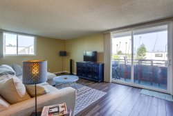 Mission Beach 2BR/2BA Condo: Mission Beach Tower #2